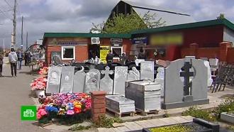 Под Пермью приставы прикрыли торговлю надгробиями вдоль дороги
