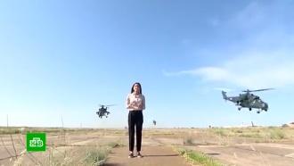 Кадры рискованного репортажа среди взлетающих боевых вертолетов облетели полмира