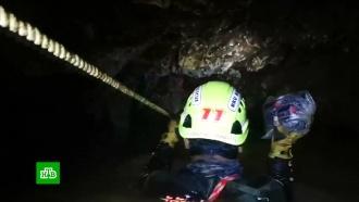 СМИ: вТаиланде сообщили огибели спасавшего школьников из пещеры водолаза
