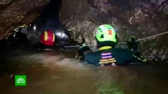 В затопленной тайской пещере с юными футболистами заканчивается кислород