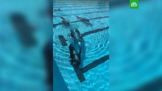 Илон Маск опубликовал видео испытания мини-субмарины для спасения школьников вТаиланде.Таиланд, дети и подростки, пещеры, поисковые операции.НТВ.Ru: новости, видео, программы телеканала НТВ