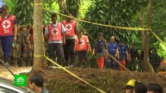 Родителям запретили обнимать спасенных из затопленной пещеры детей