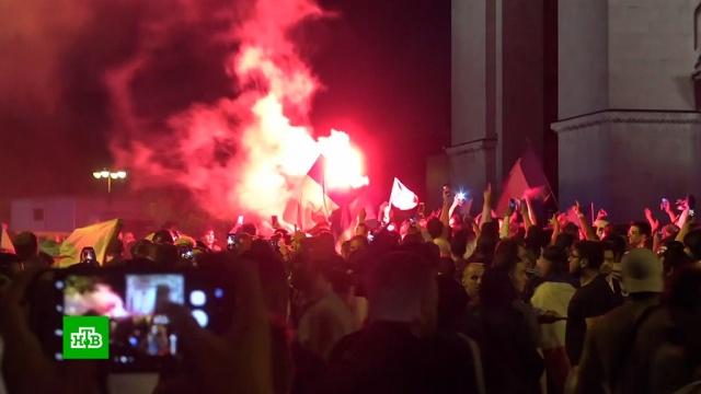 ВПариже иБрюсселе фанаты устроили беспорядки после матча полуфинала.Бельгия, Франция, митинги и протесты, футбол.НТВ.Ru: новости, видео, программы телеканала НТВ