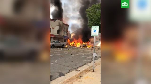 При взрыве американского бара пострадали три человека.США, взрывы газа, пожары, полиция.НТВ.Ru: новости, видео, программы телеканала НТВ