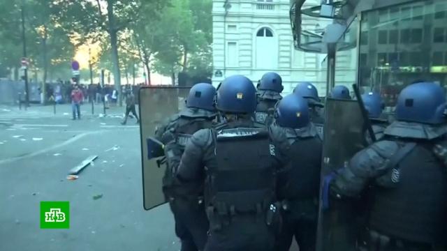 Французская полиция сообщила о беспорядках при праздновании победы сборной на ЧМ-2018.Канада, Париж, Франция, футбол, Хорватия.НТВ.Ru: новости, видео, программы телеканала НТВ