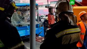 Автобус с&nbsp;пассажирами врезался в&nbsp;столб на <nobr>юго-западе</nobr> Москвы: есть пострадавшие