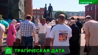 Князья Ольга и Ростислав Романовы впервые почтили память царской семьи в Петропавловском соборе