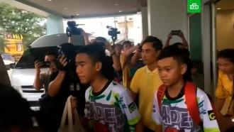 Спасенные из пещеры вТаиланде подростки итренер выписаны из больницы