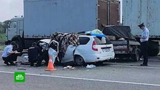 Две машины врезались встоящий на трассе КамАЗ под Волгоградом: пять погибших