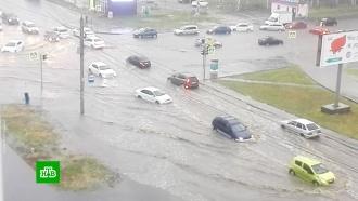 Улицы Челябинска затопило после мощного ливня