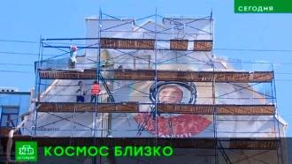 Студенты из Академии художеств восстановили космические граффити в Петербурге