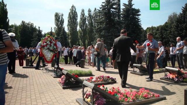 ВРоссии почтили память подводников «Курска».Мурманская область, Санкт-Петербург, митинги и протесты, подлодки.НТВ.Ru: новости, видео, программы телеканала НТВ