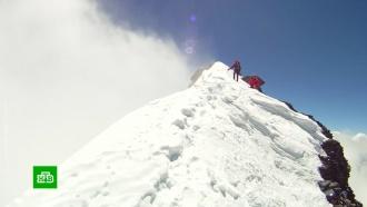 Альпинисты из совершившего жесткую посадку вертолета связались со спасателями