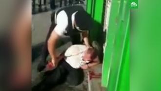 ВДомодедово полиция жестко задержала пассажира на глазах уребенка