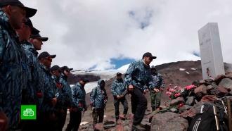 Флаг МВД на Эльбрусе: российские полицейские покорили вершину в 5500 метров