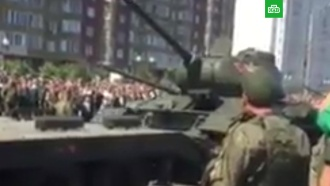 В Курске после парада перевернулся танк