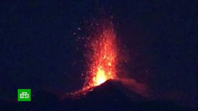 На Сицилии началось извержение вулкана Этна.Европа, Италия, вулканы, извержения.НТВ.Ru: новости, видео, программы телеканала НТВ