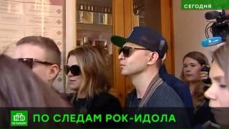 Рома Зверь провел экскурсию по петербургским местам Майка Науменко