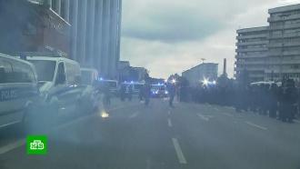 Правительство ФРГ осудило бунт радикалов против мигрантов в Хемнице