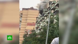 Житель Петербурга на глазах спасателей выпрыгнул с балкона горящей квартиры