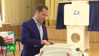 Медведев иВолодин проголосовали на выборах мэра Москвы