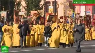 Смолитвой ихоругвями: по центру Петербурга прошел крестный ход вчесть Александра Невского