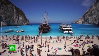 Появилось видео обрушения скалы на туристов вГреции