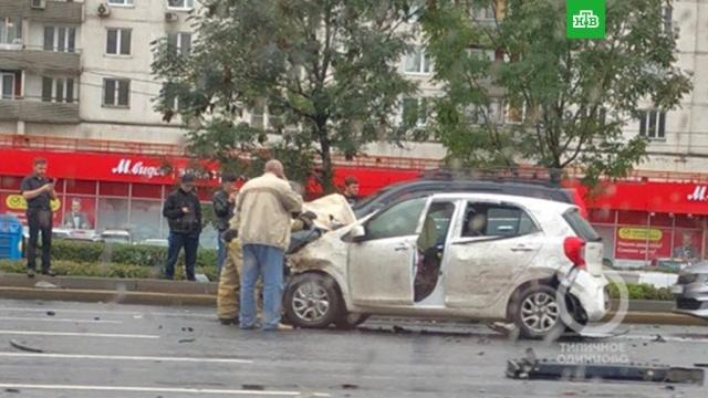 На Кутузовском проспекте вМоскве столкнулись 4машины.автомобили, ДТП, Москва.НТВ.Ru: новости, видео, программы телеканала НТВ