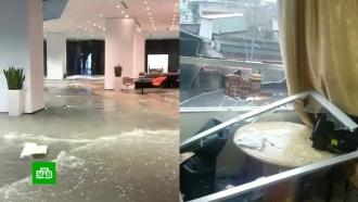 Российские туристы показали, как пережили мощный удар урагана в Китае