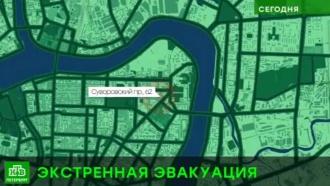 В Петербурге из-за анонимного звонка эвакуировали вуз и Федеральный дом на Суворовском проспекте