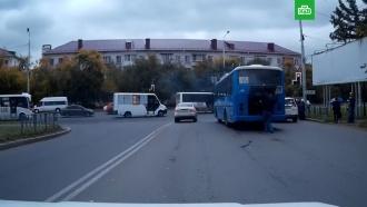 ВОмске на перекрестке загорелся автобус спассажирами