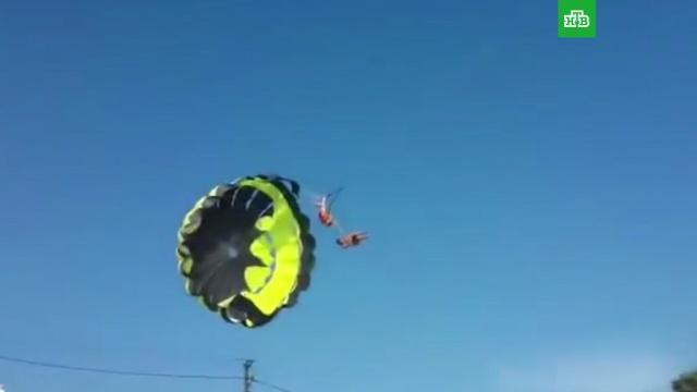 Пара во время полета на парашюте врезалась влинию электросети на Кубани.Краснодарский край, несчастные случаи, парашютный спорт.НТВ.Ru: новости, видео, программы телеканала НТВ