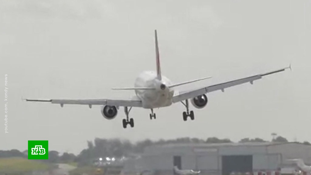 В аэропорту Бирмингема пассажирский борт сел в экстремальных условиях.Великобритания, авиакомпании, авиация, самолеты, штормы и ураганы.НТВ.Ru: новости, видео, программы телеканала НТВ
