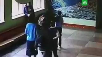 Вчелябинской школе мужчина избил мальчика, обидевшего его сына