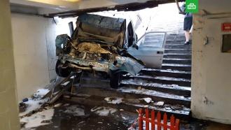 «Волга» с уснувшим водителем влетела в переход в Омске