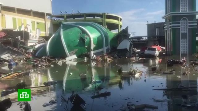 Число жертв землетрясения ицунами вИндонезии превысило 800.Индонезия, землетрясения, цунами.НТВ.Ru: новости, видео, программы телеканала НТВ
