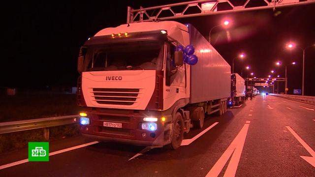 Сотни фур двинулись по открывшемуся для большегрузов Крымскому мосту.автомобили, дорожное движение, Крым, мосты.НТВ.Ru: новости, видео, программы телеканала НТВ