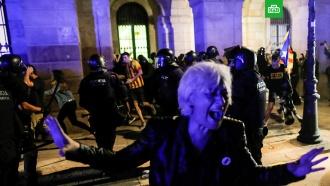 ВБарселоне вгодовщину референдума онезависимости Каталонии произошли беспорядки