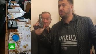 На Украине депутатов на заседании облили фекалиями