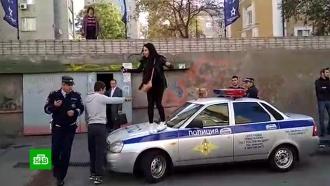 Танцы на капоте идрака сполицией: ростовских дебоширов сняли на видео