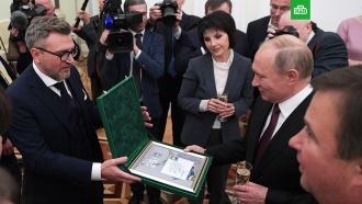 Путин встретился с сотрудниками НТВ.Владимир Путин в четверг вечером принял в Кремле журналистов телекомпании НТВ. Президент поздравил НТВ с 25-летием и поблагодарил коллектив телеканала за его работу.НТВ, Путин, телевидение.НТВ.Ru: новости, видео, программы телеканала НТВ