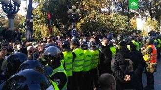 ВКиеве националисты попытались разрушить памятник Ватутину