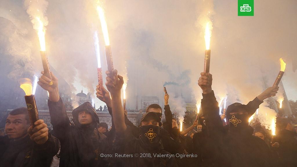 В Киеве радикалы пытались поджечь офис Медведчука.Украина, митинги и протесты, торжества и праздники.НТВ.Ru: новости, видео, программы телеканала НТВ