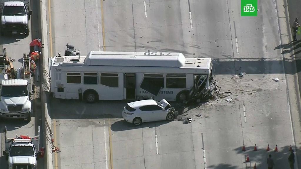 В Калифорнии не менее 40 человек пострадали в ДТП с автобусом.ДТП, США, автобусы.НТВ.Ru: новости, видео, программы телеканала НТВ