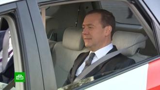 Медведев проехал по «Сколково» на беспилотнике «Яндекса»
