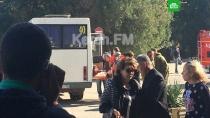 Взрыв в Керчи: первое видео с места ЧП.До 10 человек могли погибнуть в результате взрыва в политехническом колледже в Керчи. Счет пострадавших, по словам медиков, идет на десятки.взрывы газа, Крым.НТВ.Ru: новости, видео, программы телеканала НТВ