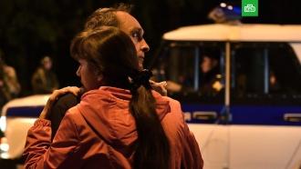 Родственники опознали 10 погибших при стрельбе в Керчи.Из 19 погибших в результате стрельбы в политехническом колледже в Керчи на данный момент опознаны 10. Об этом сообщил замглавы городской администрации Дилявер Мельгазиев.Крым, взрывы, стрельба.НТВ.Ru: новости, видео, программы телеканала НТВ