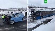 В ДТП с участием автобуса в Норильске погибли и пострадали люди.По предварительным данным, в результате автокатастрофы в Норильске 10 человек получили травмы, погибла женщина.ДТП, Красноярск, автобусы.НТВ.Ru: новости, видео, программы телеканала НТВ
