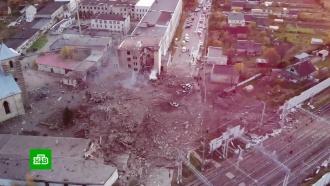 Взрыв впиротехническом цехе: вГатчине кинологи ищут людей под завалами