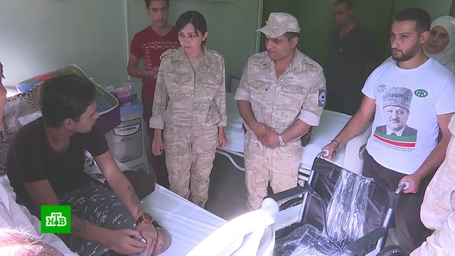 Российские военные доставили в Сирию продукты, теплые вещи и инвалидные коляски.Сирия, армия и флот РФ, войны и вооруженные конфликты, гуманитарная помощь.НТВ.Ru: новости, видео, программы телеканала НТВ